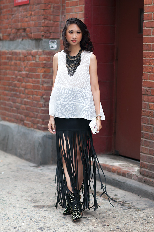 98_02_fringe_skirt_samedelman_mila_boot_rachelzoe_nyan_stelladot_statement_bib_necklace