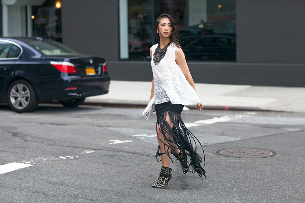 98_05_fringe_skirt_samedelman_mila_boot_rachelzoe_nyan_stelladot_statement_bib_necklace